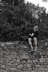 _DSC4292 (Zesk MF) Tags: vacation bw woman white black france feet girl wall foot sitting steine flip bushes flop mauer berrys trostlos bsche