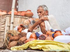 Vendeur de pots Seller pots Varanasi..India (geolis06) Tags: india asia varanasi asie hindu seller ganga inde ganges benares gange uttarpradesh hindouisme hindou vendeur geolis06