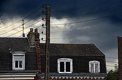 """"""" Levez-vous vite, orages désirés..."""" (Jean-Luc Léopoldi) Tags: windows lumière wires thunderstorm poteau ville orage fenêtres toits ardoises filsélectriques chienassis cielmenaçant cielchargé"""