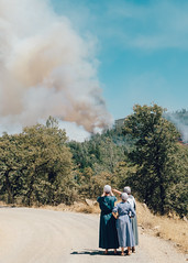 Stoney Oaks Loop Fire Immense 3 (Buuck Photography) Tags: california road ladies summer cloud brown foothills mountain 3 news northerncalifornia female rural standing forest fire person photography three countryside women smoke watching bangor photojournalism july hills story burning event drought disaster blaze emergency wildfire plume oroville observing billowing 2015 buttecounty obert newsworthy fireseason rackerby stoneyoaks laporterd buuckphotos buuckphotography hurletonswedesflat stoneyoaksloop swedesfire swedesflat
