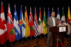 Premier Davis speaks to media / le premier ministre Davis parle aux médias
