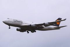 Lufthansa D-ABVS - Manchester (North West Transport Photos) Tags: lufthansa boeing 747 747400 b744 744 747430 queenoftheskies jumbojet manchester man egcc landing approach finalapproach 23r runway runway23r airlivery airliveryltd dabvs plane aeroplane airplane aircraft jet aviation aircraftspotting