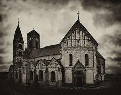 der Dom zu Ribe,in einer düsteren Version ;-) (baerchen57) Tags: urlaub2017 dänemark dramatisch ribe dom domkirche romanisch