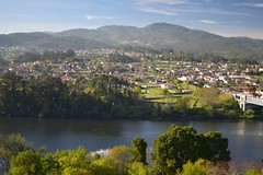 Valença do Minho (Llópez) Tags: paisaje verde agua río miño portugal españa galicia pontevedra valença minho pueblo vegetación