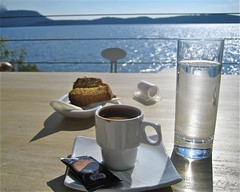 Grce . Caf au soleil . (corinne glaziou) Tags: caf canon grce