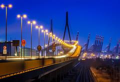 Köhlbrandbrücke (Duke.Box) Tags: hamburg hafen köhlbrandbrücke lichter blauestunde nikon70200mm nikond700 oliverutesch