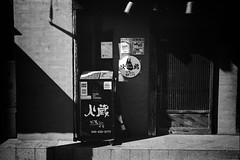 2014.01.13 Yokohama (nobring) Tags: street leica blackandwhite bw film monochrome blackwhite streetphotography d76 yokohama summilux  m4   presto400  undiluted bwfp 7n4vju