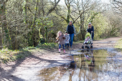 Family walk along the River Yar - IMG_3282 (s0ulsurfing) Tags: family winter boy cute canon parents spring toddler infant play faces expression walk expressions adorable william mums mum parent isleofwight innocence relaxed infants footpath bobblehat parenting minime fofinho yar 6d 2014 totland s0ulsurfing familyuk