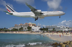 Air France Airbus A340-313X; F-GLZO@SXM;28.12.2013/737br (Aero Icarus) Tags: plane saintmartin aircraft flugzeug airbusa340 sxm avion airfrance sintmaarten princessjulianainternationalairport frenchwestindies fglzo