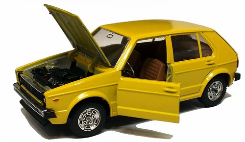 Mebetoys VW Golf 4p 1-24 (2)
