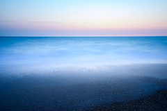 Dawn at Hossegor beach (yohan.nieto) Tags: ocean longexposure blue summer sky seascape beach dawn waves hossegor variotessar16354za