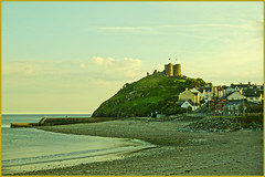 CRICCIETH CASTLE (henrhyde (gill) CATCHING UP BEEN AWAY !) Tags: sea castle beach wales poem haiku sony northwales criccieth cricciethcastle