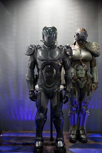 Pacific-Rim-Movie-SDCC-2012-Jaeger-Suit-Prop-Display