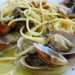 "Spaghetti alle Vongole <a style=""margin-left:10px; font-size:0.8em;"" href=""http://www.flickr.com/photos/14315427@N00/9286188263/"" target=""_blank"">@flickr</a>"