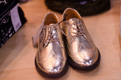shoes shiny metallic urbanoutfitters accessories hip shoelaces tapdancing oxfords lamé