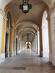 Pelos Arcos (SarahMagic) Tags: portugal do lisboa lisbon da monumentos praa rua monuments arco pao agusta terreiro triunfal comrcio