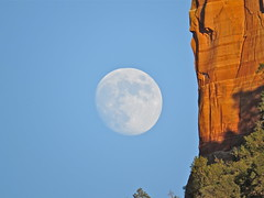 """Moon and the """"Courthouse"""" (morroelsie) Tags: sedona moonrise courthouserock morroelsie"""