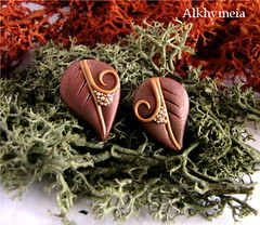 Leaves Obsession N2, stud earrings (Alkhymeia) Tags: autumn brown art fall nature earings leaves foglie spiral liberty leaf al natural artistic handmade spirals unique ooak magic artesanal deep craft jewelry bijoux pasta jewellery falling polymerclay fimo fairy fantasy clay wicked gift copper handcrafted lobo swirl veins foglia earrings lovely wearable delicate ideas magical autumnal stud enchanted whimsical handcraft artesania wiccan cernit elvish polymer premo arcilla argilla artigianato orecchini incantato artigianale polimer bizuteria sintetica polimerica perno fatato studearrings fatati incantati alkhymeia elfici