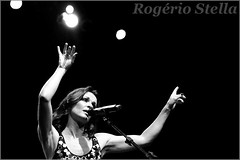 Sharon Corr (Rogerio Stella) Tags: show stella bw music irish white black rock branco portraits banda photography photo concert nikon photographer tour you song retrato live stage gig performance dream band sharon pb preto pop bands rogerio portraiture sing idol singer instrument celtic fotografia documentation venue instruments msica canto corrs palco vocal fotojornalismo the dolo cantora corr apresentao 2013 documentao of documentarist