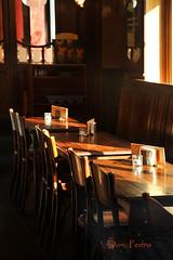 de-staminee (Don Pedro de Carrion de los Condes !) Tags: bar licht cafe lumiere bier antwerpen zonlicht donpedro sfeer geluk sfeervol warmte dranken vanouds serveren vision:text=0501 vision:sky=0734 destaminee