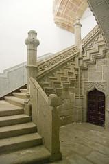 Escalera en el Real Monasterio de Santo Tomas (ipomar47) Tags: saint stairs spain pentax thomas escalera monastery kings tomas cloister monasterio santo reyes avila claustro k20d