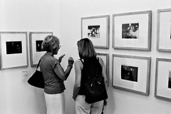 Art lovers 45 (Alain Rempfer) Tags: art museum photography gallery galerie exhibition musee exposition visitors visiteurs spectateurs hexarsilver