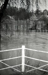 The Bullpit (Andrew Eberlin) Tags: leica blackandwhite film kodak tmax cm wiltshire bradfordonavon floods 100asa riveravon bullpit 52rolls