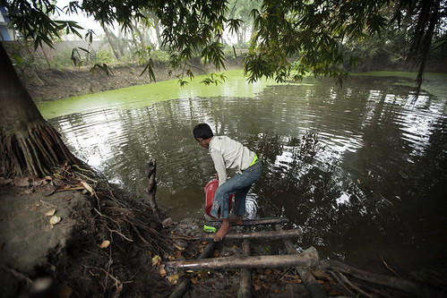 Filling water from a pond nearby in Khulna, Bangladesh. Photo by Felix Clay/Duckrabbit.