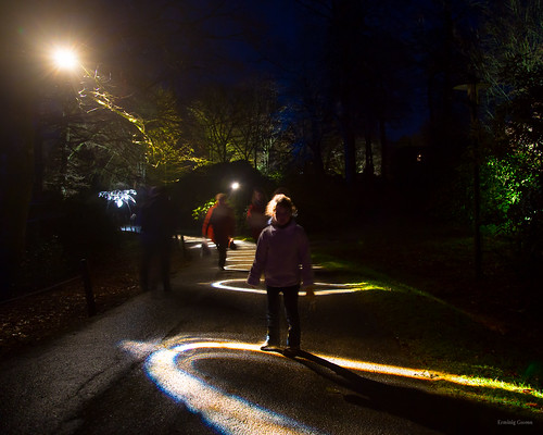 Marcher dans les cercles de lumière