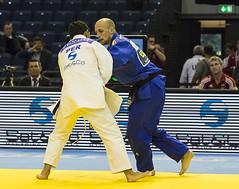 Vlk_vs._Vizcarra ( Per )10 (Seahorse-Cologne) Tags: judo fight lutte martialarts lucha luta kampf kampfsport  artesmarciais gevecht artesmarciales  artmartial  vlk      viscarra judograndprix vision:people=099 vision:face=099 vision:outdoor=0636 judograndprix2014 judograndprix2014dsseldorf danielviscarra christophervlk