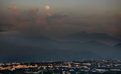 in Taiwan Taichung . 台灣台中 . moon rise 月昇. in 新社 DSC_0251_01