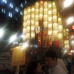 #3063 couple taking selfies (Nemo's great uncle) Tags: summer people festival kyoto  float gionmatsuri  naginatahoko