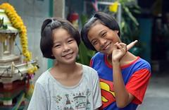 cute preteen girls send you peace (the foreign photographer - ) Tags: girls cute sign portraits thailand nikon peace bangkok preteen khlong bangkhen thanon d3200 jul192015nikon