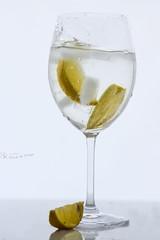 fresh n` fruity (nicoheinrich86) Tags: splash backlight fruits frucht obst wasser water weis white wet zitrone lemon reflection reflektion spiegelung nikond5300 fresh