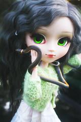 Green Eyes (Antique Wolf) Tags: pullip galene green matte coolcat matt dress missblythe2012 snake garden light doll dolls pullips obitsu 27cm white leekeworld glowing toy toys