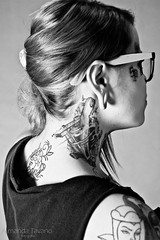 Lae Made (Amanda Tavano) Tags: blue bw woman sexy girl face tattoo hair jack arm body mulher pb piercing tattoos chick made daniels garota piercings modification menina corporal tatuagem tattooed tattoed lae tatuada porple modificao