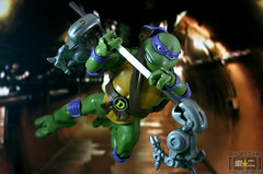 Donatello does machines (Raichu 08) Tags: ninja turtles donnie don donny mouser donatello tmnt playmates ninjaturtles tmntclassics