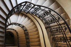Stiegenhaus Altbau, Wien 6 (HerrWick) Tags: wien stair treppe staircase altbau gelnder 1060 stiegenhaus stiegen grnderzeit glanda dsc5782a wwwnettesbildat