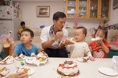 DSC08676 (小賴賴的相簿) Tags: birthday family sony 台灣 台北 生日 家庭 全家福 爸爸 生日快樂 1680 小蔡 a55 單眼 1680mm 蔡斯 slta55v anlong77 小賴家 小賴賴
