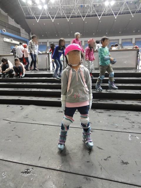 子供用のヘルメットやプロテクターがたくさんおいてあり、無料。|日本ガイシスポーツプラザ ガイシアリーナ