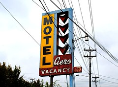 Aero Motel (Cragin Spring) Tags: seattle city urban vintage washington neon motel pacificnorthwest wa neonsign aero oldsign motelsign vintagesign seattlewa seattlewashington