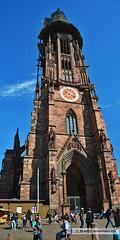 Mnster/cathedral Freiburg (Howdys) Tags: deutschland fenster eingang platz religion kirche himmel freiburg turm baden bauwerk sandstein schwarzwald statuen mnster uhr katholisch breisgau gotisch mittelalter wrttemberg christlich sakral