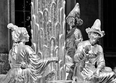 9461 Vergoldete Sandsteinplastiken am Chinesischen Pavillon im Park Sanssouci - Bildhauer Johann Gottlieb Heymüller und Johann Peter Benkert. (stadt + land) Tags: park haus peter chinoiserie johann sanssouci potsdam gottfried pavillon friedrich weltkulturerbe könig gottlieb welterbe rokoko teehaus baumeister chinesisches mischung bildhauer gartenpavillon ostasiatische benkert menschheit bauform friedrichdergrose zeitgeschmack stilelemente vergoldete ornamentalen büring sandsteinplastiken heymüller friedrichdergrossekunstgeschichte