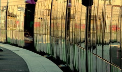 Train in the station (Croix-roussien) Tags: train station reflection reflet lyon gare courbe graphic abstract fabuleuse
