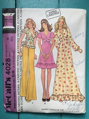 McCall's 4028 (kittee) Tags: kittee vintagesewing vintage sewing vintagepattern pattern mccalls mccalls4028 4028 size10 bust3212 1974 1970s misses dress top tunic ruffles puffsleeves bellsleeves flaredsleeves sewninbelt