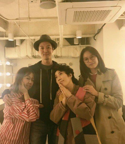 Khác biệt giữa cách hẹn hò của Lee Dong Gun với Jiyeon và tình mới - Ảnh 1.