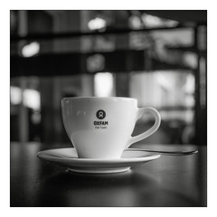 Kalter Kaffee (schu.j) Tags: analog film schwarzweis sw bw devscan tlr 6x6 belgien antwerpen mf mittelformat kaffee tasse closeup nahlinse blackandwhite monochrom stadt filmdev:recipe=11331 ilfordfp4125 fomafomadonexcel film:brand=ilford film:name=ilfordfp4125 film:iso=250 developer:brand=foma developer:name=fomafomadonexcel