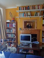 2017_04_030001 (Gwydion M. Williams) Tags: coventry britain greatbritain uk england warwickshire westmidlands chapelfields sirthomaswhitesroad books bookshelves
