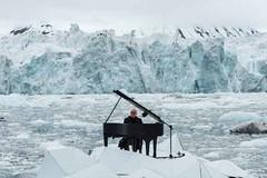 Un piano nel silenzio dei ghiacci artici. Einaudi incanta per Greenpeace (ViaggioRoutard) Tags: viaggi artico
