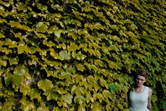 (-sierrameisser) Tags: summer sun white hot green girl wall garden search explorer ivy explore smallworld discover thesecretgarden